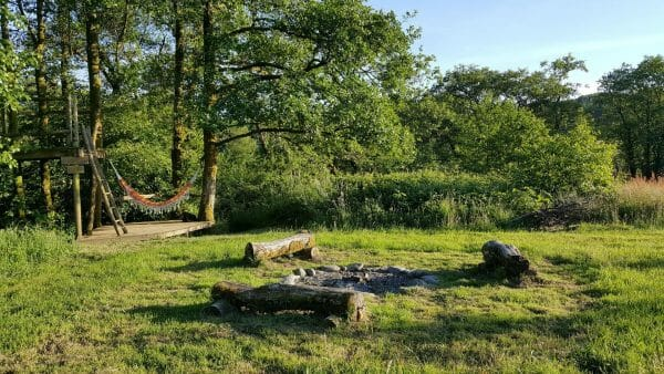 Fire pit, treehouse and hammock at Banceithin