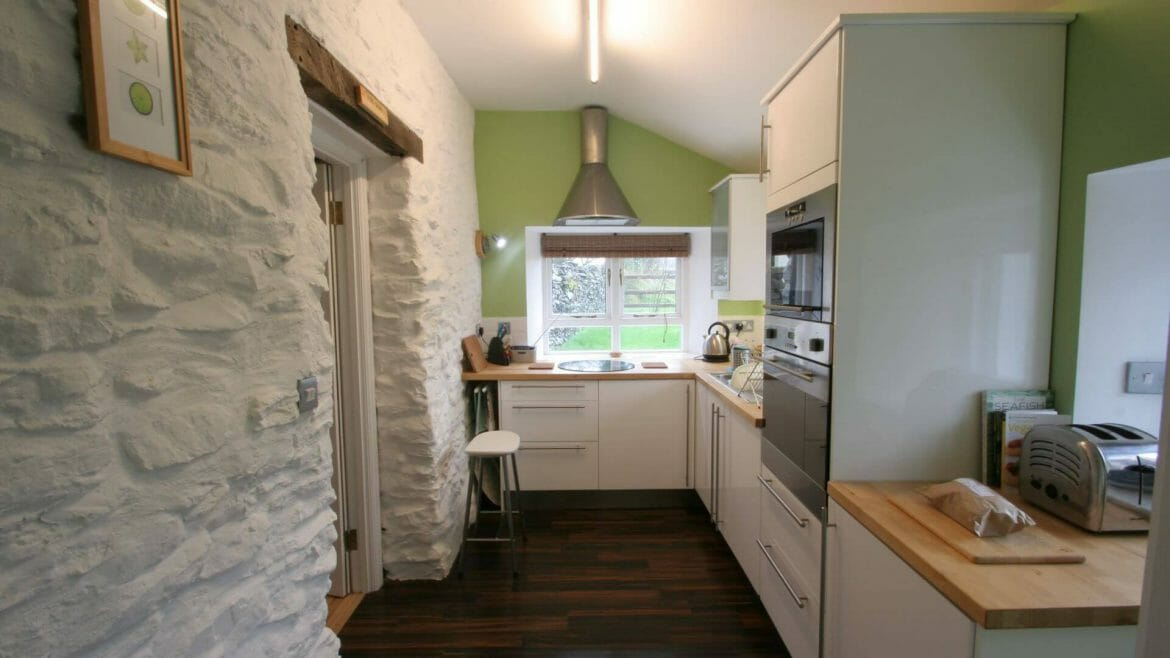Hen Ffermdy holiday cottage - Fitted kitchen