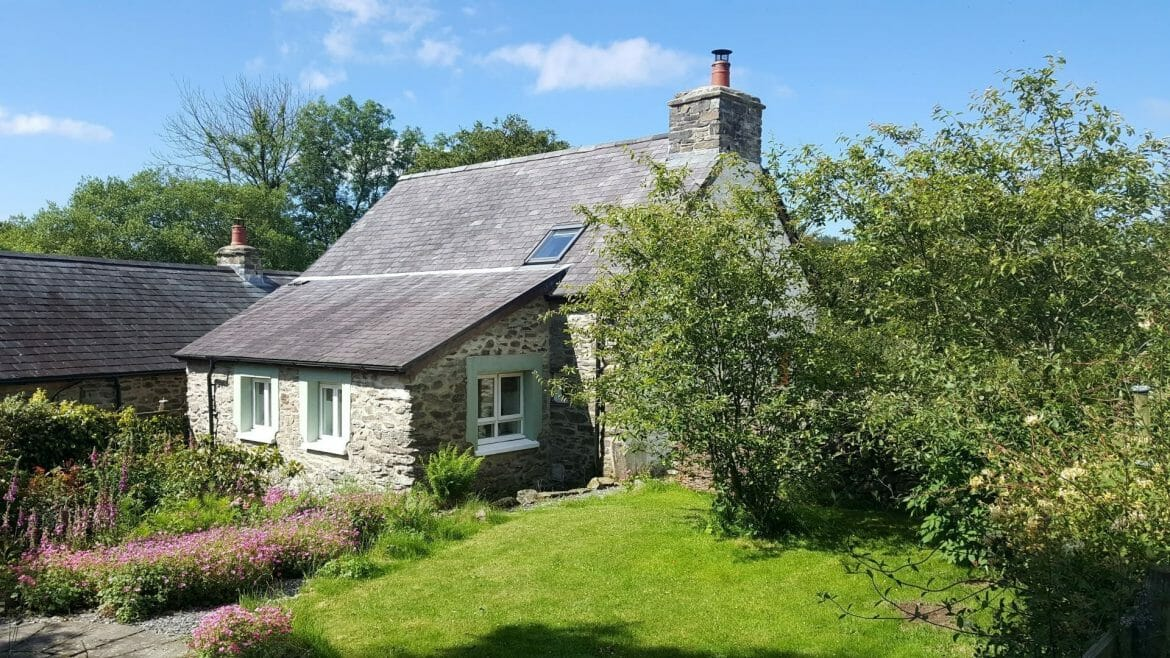 Rear garden and patio of Hen Ffermdy cottage