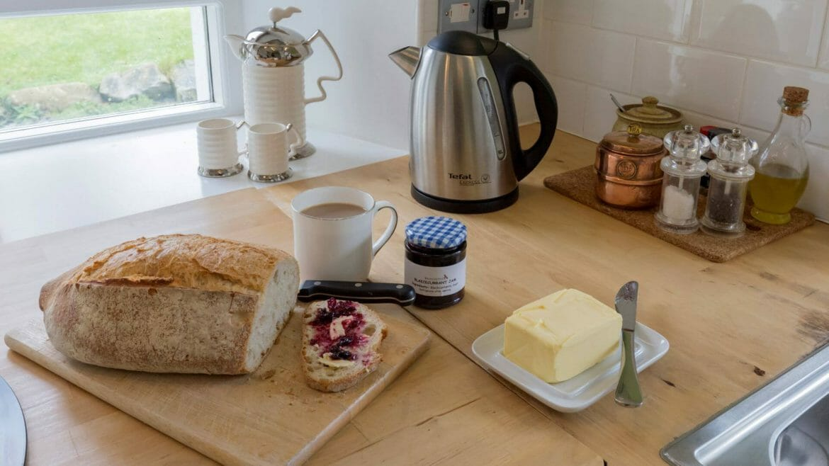 Hen ffermdy holiday cottage - breakfast time
