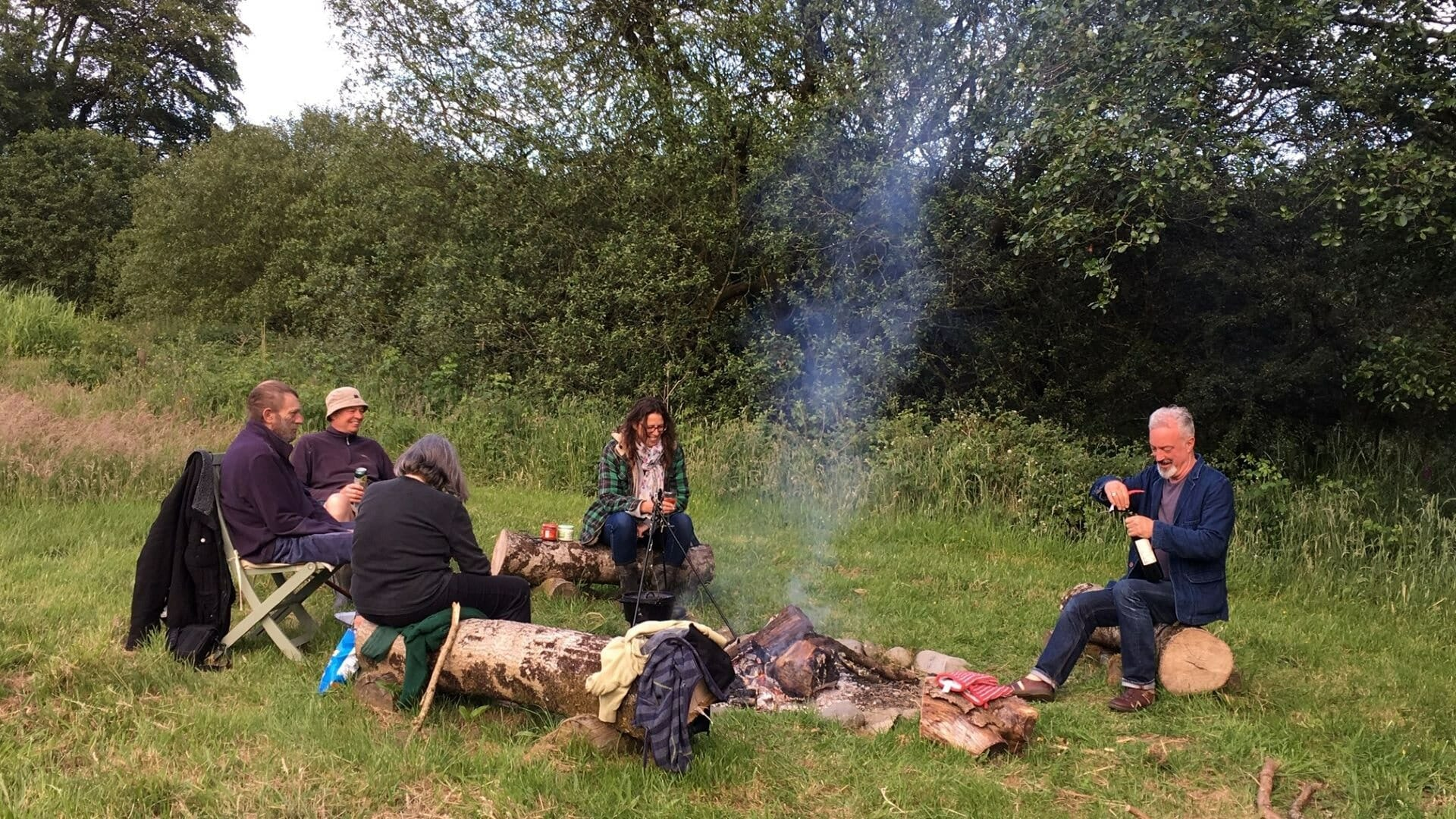 Fire pit at Banceithin - group picture