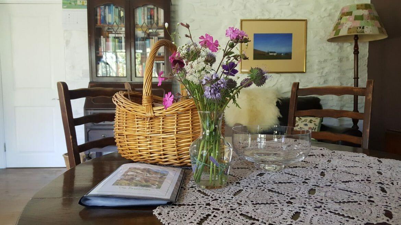 Welcome Tea Basket - Hen Ffermdy